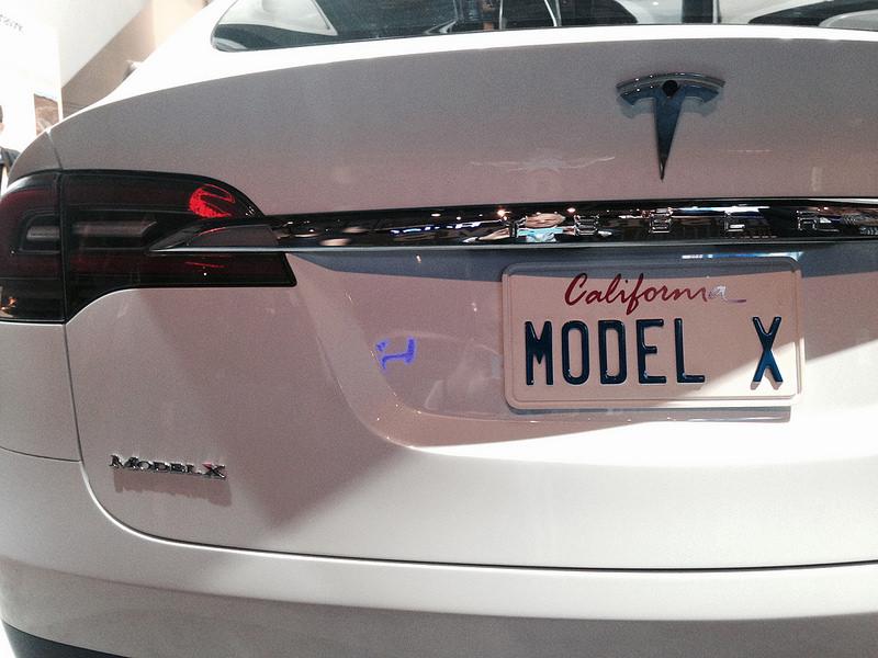 モデル X