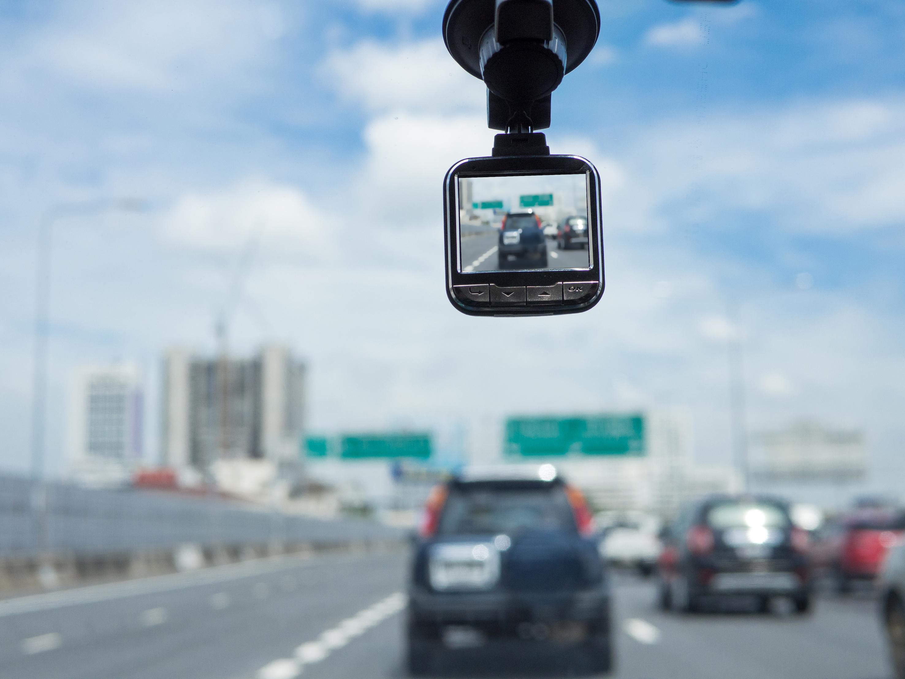 危険な「煽り運転」の対策になるドライブレコーダー9選