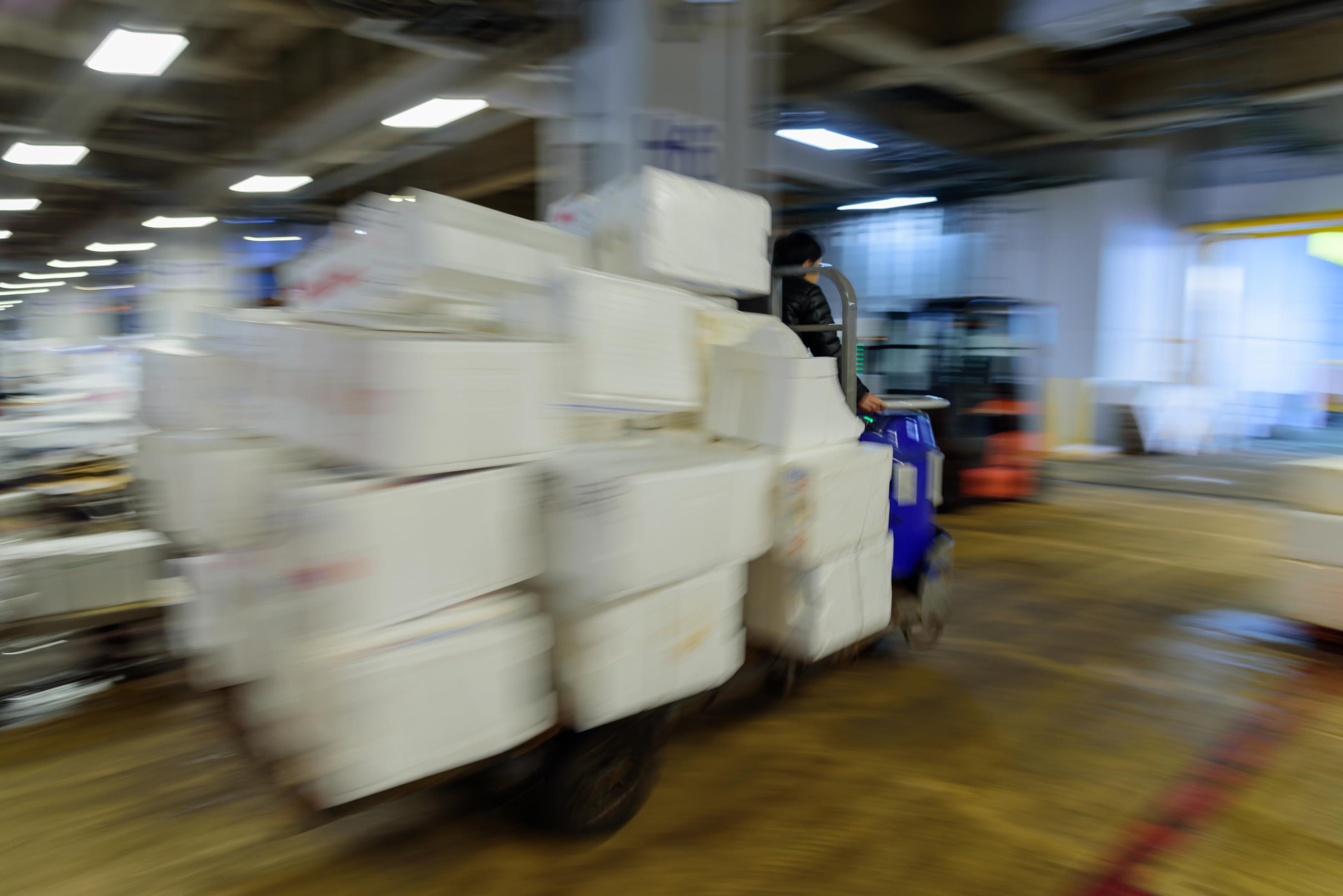 物流業界で問題視される荷待ち時間とは —— 概要や記録の義務化について解説