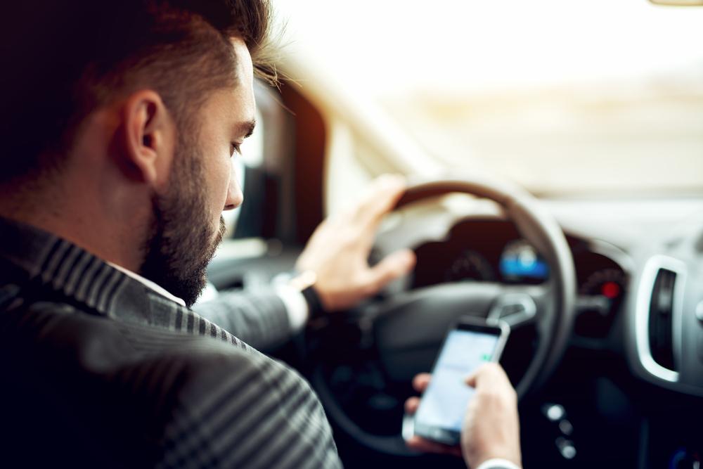 ながら運転(スマホ)と企業のリスク管理
